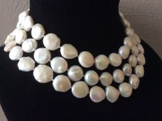 Beautiful necklace with baroque coin pearls