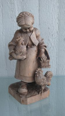 Wooden figurine - Girl with chicken