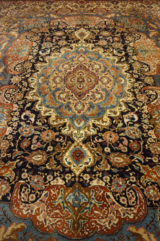 "Magnificent Persian palace carpet, vase images, Kashmar, 380 x 300 cm, made in Iran, end of the 20th century ""signed"""