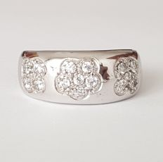 18 kt white gold wide ring with flowers - Size: 18.4 mm - 18/58 (EU)