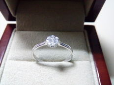 18 kt white gold engagement ring and 0.11 ct diamonds