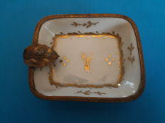 Sèvres Paris - Porcelain goldpainted ashtray with brass rim and leaf