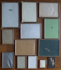 Lot of 13 silver plated photo frames, partly art deco and convex glass