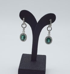 14 K white gold pair of earring with emerald stone  40 x 12 mm   approx