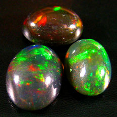 Black opal - fine quality (3) 8 To 9 mm 3.06 ct