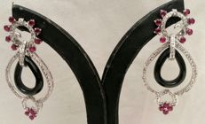 18 kt white gold earrings with 1.89 ct diamonds