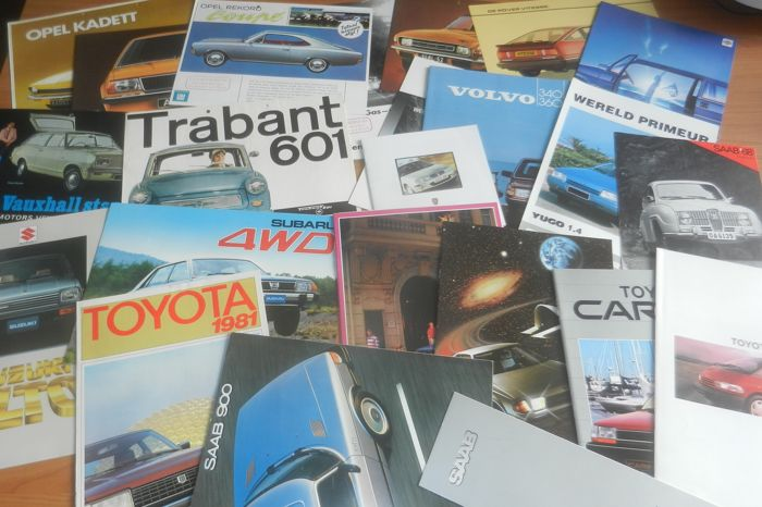 Lot of 78 car brochures from the sixties, seventies and eighties