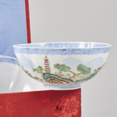 Fine set of 5 lobed eggshell landscape bowls with Box - China - second half 20th Century