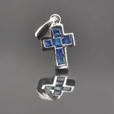 18 kt white gold - Choker with cross - 1 ct sapphire - Chain length 42 cm