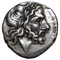 Roman Republic - Anonymous Issues - AR Victoriatus (Silver, 17mm, 3,04g.), Rome mint c. 211-208 BC - Head of Jupiter / Victory - Cr. 53/1; BMCRR Roma 296