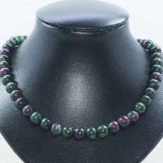 Zoisite ruby necklace 1ith 18 kt gold clasp - 45 cm