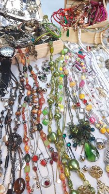 A massive collection of decorative mixed jewelry with more than 200 items.
