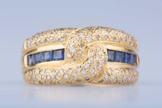 18 kt yellow gold ring, 8 baguette sapphires, approx. 0.92 ct in total, 116 diamonds, approx. 1.16 ct in total