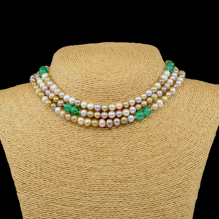 18kt/750 yellow gold necklace with cultured pearls and emeralds - Length 118 cm.