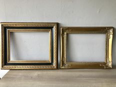 Two different large gold-plated ornament picture frames - inside dimensions are 40.5 x 30.5 cm - groove depth is 0.8 cm.