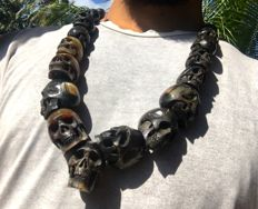 Hand carved bufallo horn skull chunky necklace - 17 beads