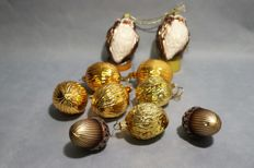 10 pieces of antique Christmas decorations.