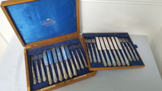 Goldsmiths & Silversmiths company - wooden case with 24 cuttlery silver plated for 12 persons