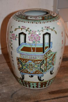 Fine famille rose ginger jar - China - ca. 1900