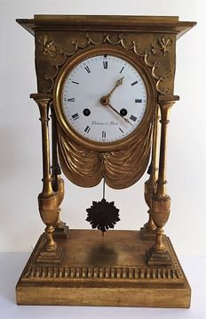 Fireplace clock manufactured around the time of the French Revolution - Michel-François Piolaine - original year 1780