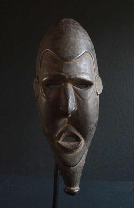 Mask from the area of KUBALIA in the Prince Alexander mountains, to be held in front of the face