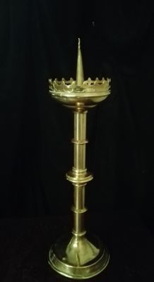 Rare Flemish yellow copper altar candlestick in gothic style (Nuremberg) - ca 1850 - stamps - name and place LEYEN-HOUGAERTS - BRUSSELS