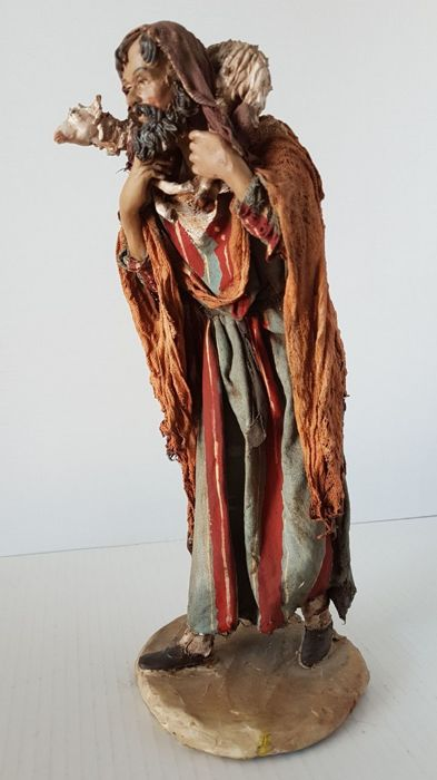 Angela Tripi – Pastor with sheep – Terracotta Nativity Sculpture with real fabric clothes - 30 cm
