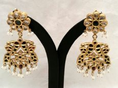22 kt gold Kundan earrings – Multicoloured rock crystals and small pearls