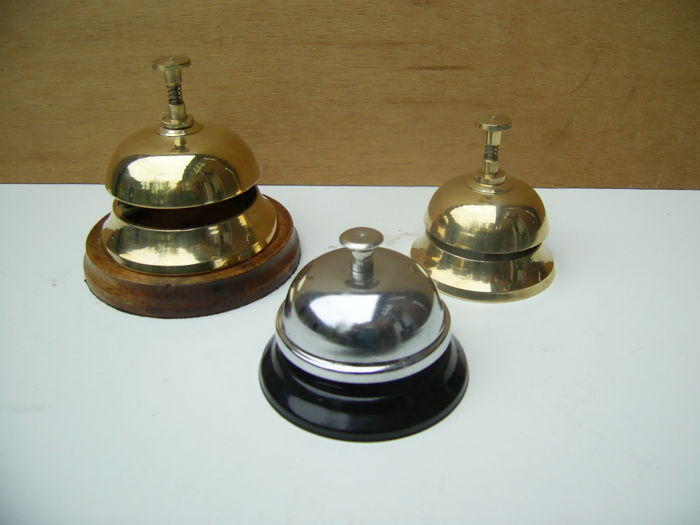 Lot with 3 desk bells