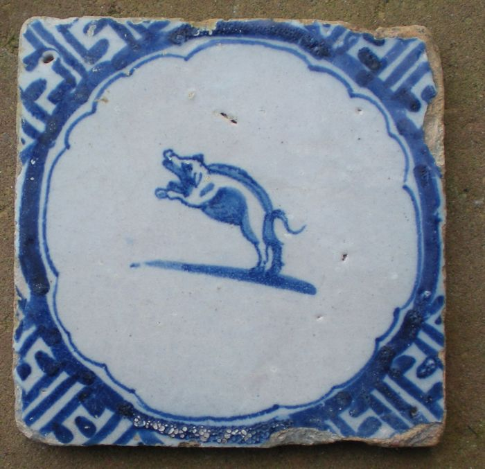 Tile depicting a pig
