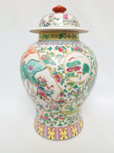 Large Cantonese porcelain vase - China - 2nd half 20th century