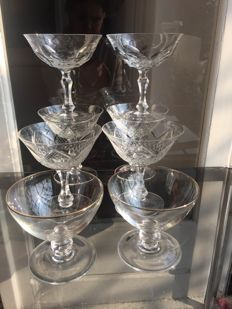 8 fine crystal collectable champagne glasses (4+2+2)