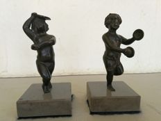 Pair of full bronze Putti dancing and playing the tambourine, on a grey marble base - Italy - circa 1900