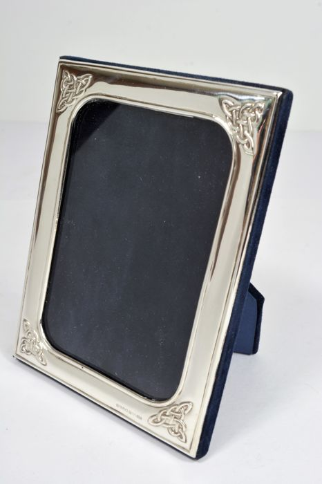 Two sterling silver photo frames, England, Ireland - Catawiki