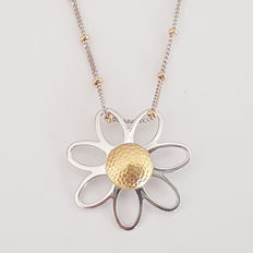 Aprile - two-tone 18 kt gold necklace with daisy pendant - necklace length: 44 cm