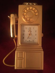 Vintage miniature telephone booth clock of gold-coloured metal