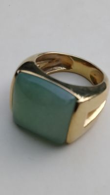 18 kt yellow gold ring with green onyx of 17 mm x 16 mm 13 g size 58