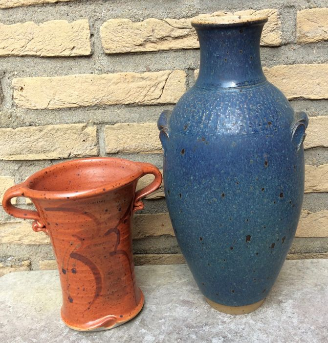 "Lei Hannen - Large blue vase and a vase with carved signature ""H"" (possibly Lei Hannen)"