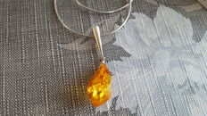 Vintage necklace in 925 silver with a large vintage Baltic amber stone.
