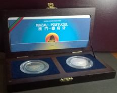 Portugal – Republic – Set of 2 Specimens – 500 Escudos 1999 – Handover of Macau to China – Lamellar- Gold & Silver