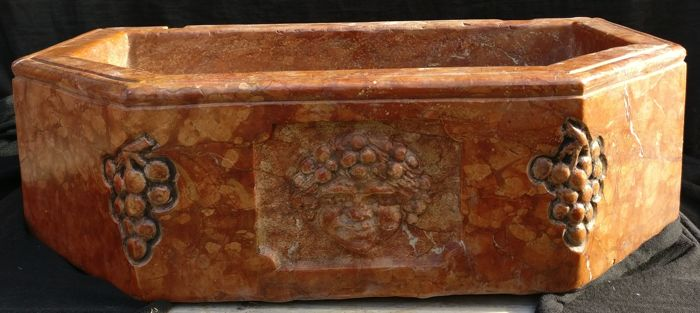 Brocade Verona red marble sink, entirely hand carved - Vicenza, Italy - 21st century