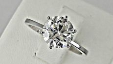 1.91 ct round diamond ring made of 14 kt white gold - size 7