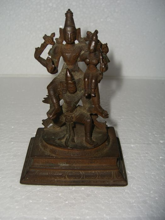 Sculpture of the Hindu god Vishnu - India - 19th century