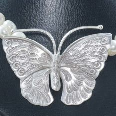 Necklace made of freshwater pearl with central butterfly and 925 sterling silver