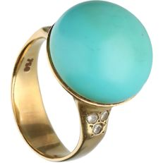 18 kt Yellow gold ring set with turquoise and 6 brilliant cut diamonds, approx. 0.09 ct in total.