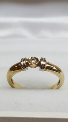 14 kt yellow gold women's ring set with diamond. Size: ring size 15.50