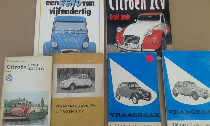 Lot with 6 Citroën books