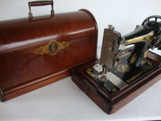 Antique Singer 28K sewing machine with pretty gold-coloured decoration, 1937