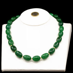 18kt/750 yellow gold necklace with emeralds – Length 55 cm.