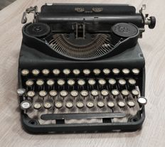 Royal Signet Senior typewriter